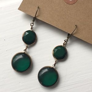 Beautiful faux emerald drop brass tone earrings